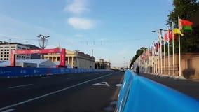 Minsk, Belarus, le 22 juin 2019 : finition de la distance des compétitions sportives et des drapeaux des pays participant au 2ème clips vidéos