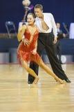 MINSK-BELARUS, LUTY, 17: Niezidentyfikowana taniec para wykonuje Fotografia Stock