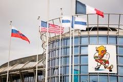 MINSK, BELARUS - 11 mai - mascotte de Volat sur l'arène de Chizhovka le 11 mai 2014 à Minsk, Belarus Championnat du monde de hock Image libre de droits