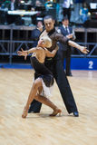 MINSK-BELARUS MAJ, 18: Det oidentifierade dansparet utför VUXNA MÄNNISKAN Arkivbild