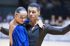 MINSK-BELARUS MAJ, 18: Det oidentifierade dansparet utför VUXNA MÄNNISKAN Royaltyfri Foto