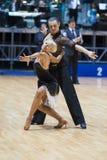 MINSK-BELARUS, MAJ, 18: Niezidentyfikowana taniec para wykonuje dorosłego Fotografia Stock