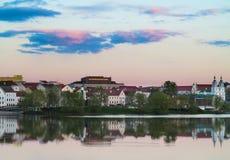Minsk, BELARUS-MAY 11,2017: Ciudad vieja de Minsk en luz suave de la puesta del sol Fotografía de archivo