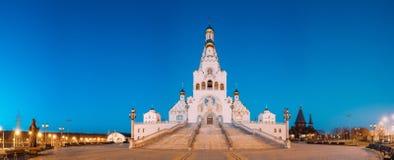 Minsk, Belarus Nachtansicht aller Heilig-Kirche Minsk-Denkmal stockbilder