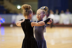 MINSK-BELARUS, NOVEMBRE, 24 : Le couple non identifié de danse exécute Image libre de droits