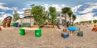 Minsk, Belarus - 2018 : panorama 3D sphérique de la cour de grenier de partie avec l'endroit pour se reposer avec l'angle de visu Photographie stock