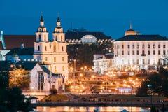 Minsk, Belarus Señal famosa en la tarde del verano o en la iluminación de las luces de la noche Foto de archivo