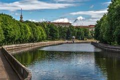 Minsk, Belarus, vue de rivière de Svislach et de parc de ville photos libres de droits