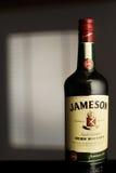 MINSK, BIÉLORUSSIE 25 AOÛT 2016 Une bouteille de whiskey irlandais Images libres de droits