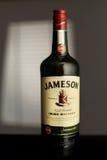 MINSK, BIÉLORUSSIE 25 AOÛT 2016 Une bouteille de whiskey irlandais Image libre de droits