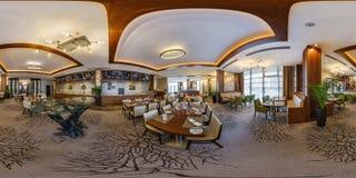 MINSK BIAŁORUŚ, SIERPIEŃ, -, 2017: pełny panoramy 360 kąta widok bezszwowy wśrodku wnętrza wielka bankiet sala w nowożytnej kawia zdjęcie royalty free