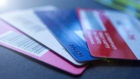 Minsk, Białoruś, August/05/2017: Kredytowa karta, klingeryt karty, rabat karty Portfel, kiesa Obraz Stock