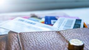 Minsk, Białoruś, August/05/2017: Kredytowa karta, klingeryt karty, rabat karty Portfel, kiesa Fotografia Stock