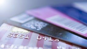 Minsk, Białoruś, August/05/2017: Kredytowa karta, klingeryt karty, rabat karty Portfel, kiesa Zdjęcie Royalty Free