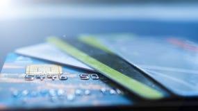 Minsk, Białoruś, August/05/2017: Kredytowa karta, klingeryt karty, rabat karty Portfel, kiesa Zdjęcia Royalty Free