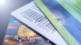 Minsk, Białoruś, August/05/2017: Kredytowa karta, klingeryt karty, rabat karty Portfel, kiesa Obrazy Stock
