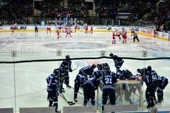 Minsk, Białoruś, 09 01 2018 - hokej zapałczany Dinamo Minsk Białoruś, Lokomotiv Yaroslavl Rosja - Obrazy Stock