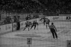 Minsk, Białoruś, 09 01 2018 - hokej zapałczany Dinamo Minsk Białoruś, Lokomotiv Yaroslavl Rosja - Zdjęcia Stock