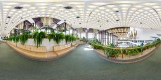 MINSK BIAŁORUŚ, LIPIEC, -, 2016: pełna bezszwowa bańczasta panorama 360 stopni wędkuje Wśrodku wnętrza luksusowy elegancki złocis zdjęcie royalty free