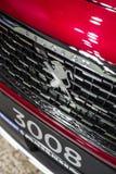 Minsk, Białoruś Maj 2018 gatunku Peugeot emblemata loga znak na samochodzie podczas autoexhibition na Peugeot 3008 obrazy royalty free
