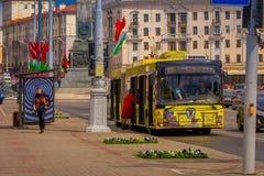 MINSK BIAŁORUŚ, MAJ, - 01, 2018: Plenerowy widok MAZ miasta Minsk samochodu autobusowa roślina jest jeden wielkie firmy wewnątrz Fotografia Royalty Free