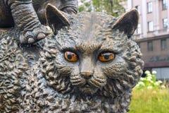MINSK BIAŁORUŚ, SIERPIEŃ, - 04, 2012: Miasto brązowa rzeźba kot blisko Belarusian stanu cyrka Obraz Royalty Free