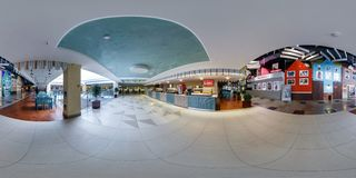 MINSK BIAŁORUŚ, SIERPIEŃ, -, 2014: panoramy 360 kąta widok w wnętrzu sala handlu centrum duży centrum handlowe Pełni bańczaści 36 obraz stock
