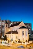 Minsk, Białoruś Wieczór nocy widok katedra Święci apostołowie Sts Peter i Paul Na Iluminującej Nemiga ulicie Obrazy Royalty Free