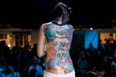 MINSK BIAŁORUŚ, WRZESIEŃ, - 19, 2015: Ludzie pokazują ich tatuaże Fotografia Royalty Free