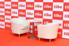 MINSK, BIELORRÚSSIA - 18 de abril de 2017: As cadeiras com a tabela na imprensa centram TIBO-2017 o fórum especializado 24o Inter Fotografia de Stock Royalty Free