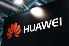 MINSK, BIELORRÚSSIA - 18 de abril de 2017: O logotipo do suporte de Huawei em TIBO-2017 o 24o International especializou o fórum  Foto de Stock
