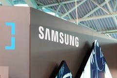 MINSK, BIELORRÚSSIA - 18 de abril de 2017: Samsung está o logotipo em TIBO-2017 o fórum especializado 24o International em teleco Fotos de Stock