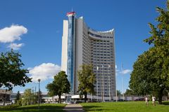 MINSK, BIELORRÚSSIA - 15 DE AGOSTO DE 2016: A construção do ` de Bielorrússia do ` do hotel do multi-andar Fotos de Stock