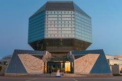 Minsk, Bielorrússia - 20 de agosto de 2015: Biblioteca nacional disparada noite Imagens de Stock