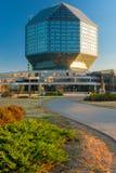 Minsk, Bielorrússia - 20 de agosto de 2015: Librar nacional de vidro bonito Imagens de Stock Royalty Free