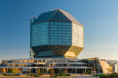 Minsk, Bielorrússia - 20 de agosto de 2015: Vista da biblioteca nacional Imagem de Stock Royalty Free