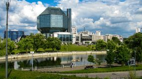 MINSK, BIELORRÚSSIA - 10 de julho de 2018: Biblioteca nacional de Bielorrússia imagem de stock royalty free