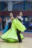 Minsk-Bielorrússia, fevereiro, 23: O par não identificado da dança executa Fotos de Stock