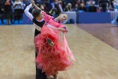 Minsk-Bielorrússia, fevereiro, 23: O par não identificado da dança executa Fotografia de Stock Royalty Free