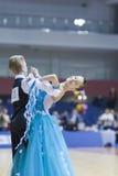 Minsk-Bielorrússia, fevereiro, 23: O par não identificado da dança executa Foto de Stock