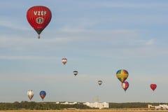 Minsk-Bielorrússia, o 19 de julho de 2015: Lotes dos Ar-balões que participam Imagens de Stock