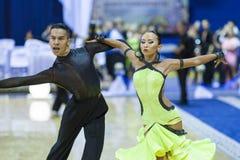Minsk-Bielorrússia, outubro 4,2014: Dança profissional não identificada c Fotos de Stock