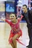 Minsk-Bielorrússia, outubro 4,2014: O par profissional não identificado da dança executa o programa latino-americano adulto no mu Imagem de Stock