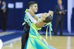 Minsk-Bielorrússia, outubro 4,2014: Os pares não identificados da dança executam Foto de Stock