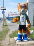 minsk Bielorr?ssia - 05 20 2019 LESIK que a mascote dos òs jogos europeus convida a Minsk foto de stock
