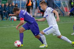 MINSK, BIELORRUSIA - 7 DE ABRIL DE 2018: Jugadores de fútbol durante el partido de fútbol bielorruso de la liga primera entre el  Fotografía de archivo