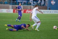 MINSK, BIELORRUSIA - 7 DE ABRIL DE 2018: Jugadores de fútbol durante el partido de fútbol bielorruso de la liga primera entre el  Imagenes de archivo