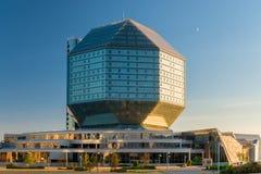 Minsk, Bielorrusia - 20 de agosto de 2015: Vista de la biblioteca nacional Imagen de archivo libre de regalías