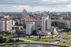 MINSK, BIELORRUSIA - 15 DE AGOSTO DE 2016: Vista aérea de la parte al sudoeste del Minsk foto de archivo