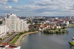 MINSK, BIELORRUSIA - 15 DE AGOSTO DE 2016: Vista aérea de la parte del sur del Minsk imagen de archivo
